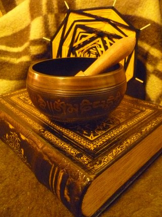Поющая чаша. Магия. Как поют тибетские чаши. Очищение от негатива. Видео. Фото.   Ei2AlyOug7s