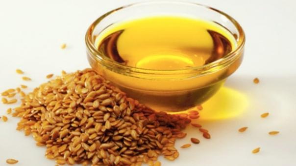 Целебное льняное масло Наши прабабушки и прадедушки постоянно использовали льняное масло в повседневном питании. И есть резон отставить в сторону бутылочку с модным нынче оливковым маслом и