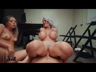 Начальник трахнул зрелую секретаршу и молодую сотрудницу, pov sex porn milf mature mom job russian ass girl boob (hot&horny)