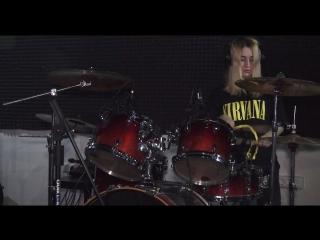 Снимала смонтировала ролик - игра на барабанах
