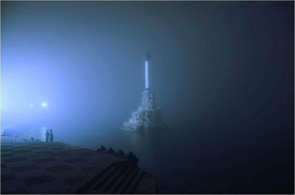 Вечерний Севастополь в тумане