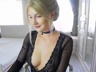 Sexy_blonde_masturbate_live_webcam_for_free_titties