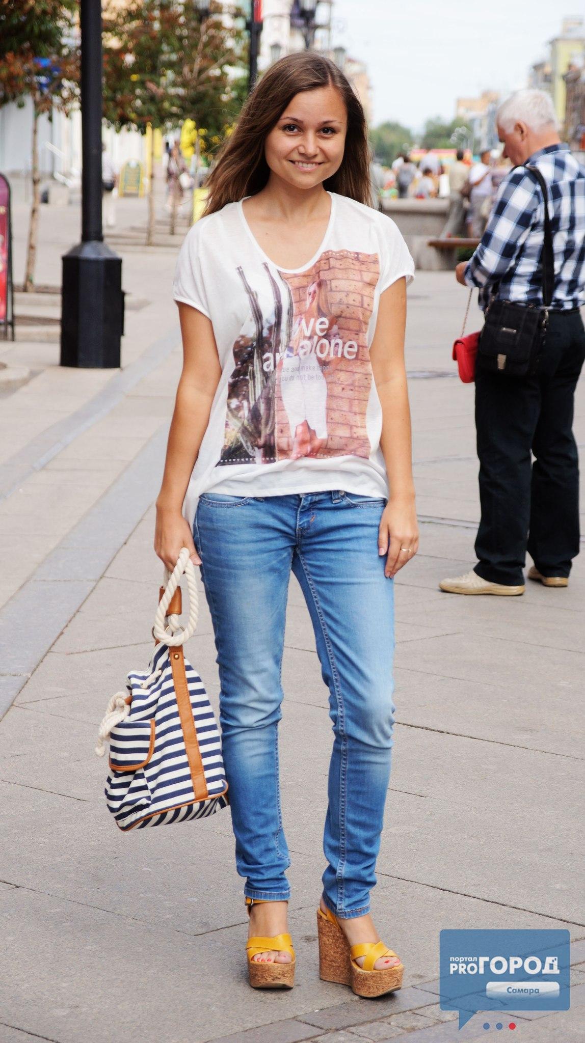Студентка в джинсах 4 фотография
