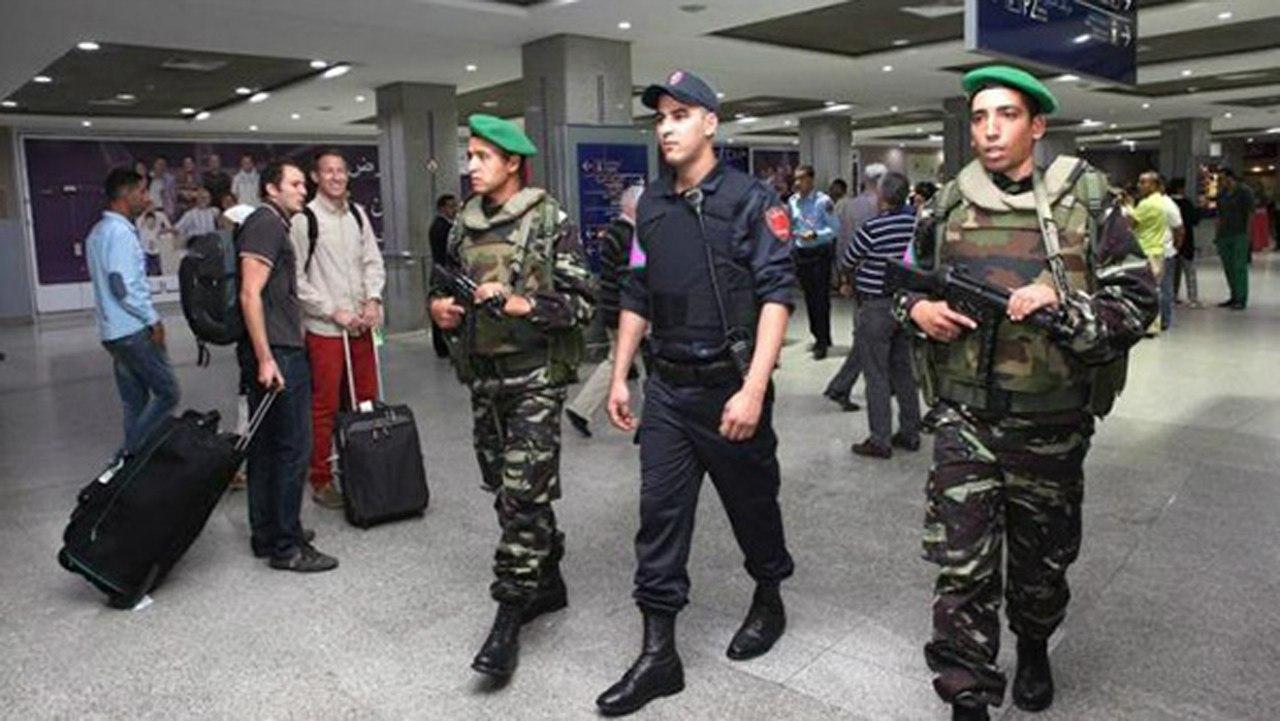 Photos de nos soldats et des Bases Marocaines - Page 2 OFQvYWls_ec