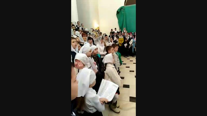 Архиерейская служба в Храме Софии. детский хор в составе 400 человек