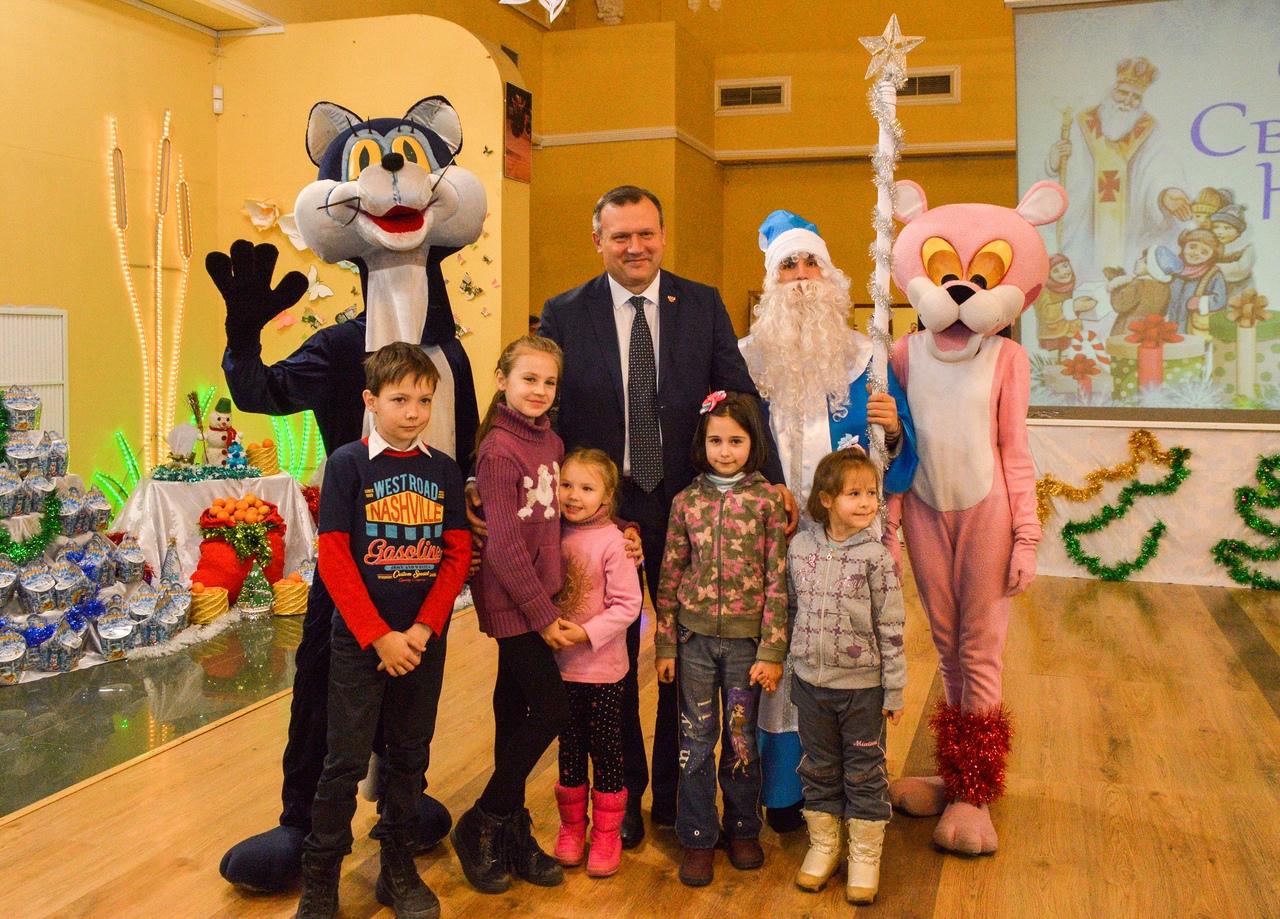 Алексей Кулемзин поздравил юных дончан с Днем Святого Николая