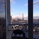 Когда-нибудь я поеду в Париж. Целый день буду гулять по нему.