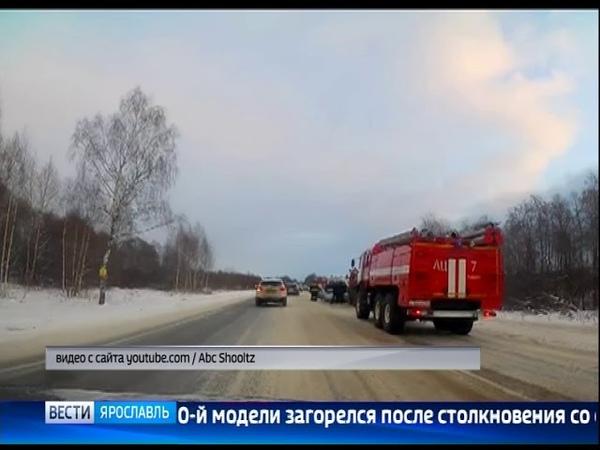 На трассе «Ярославль-Рыбинск» легковушка врезалась в снегоуборочный «КамАЗ» и загорелась