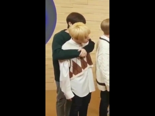 Xion kissed hwanwoong's neck