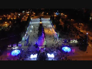Парад Дедов Морозов и открытие главной городской ёлки Уфы на площади Ленина