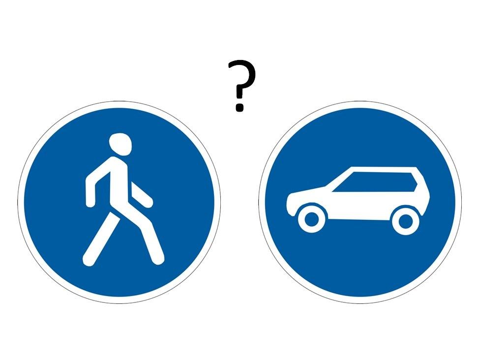 Пішохідна зона - велосипеди - паркування - затори - Львів - площа Ринок - боллард - трамвай