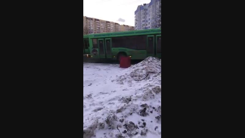 Минск, автобус не может подняться в горку 18.01.2019