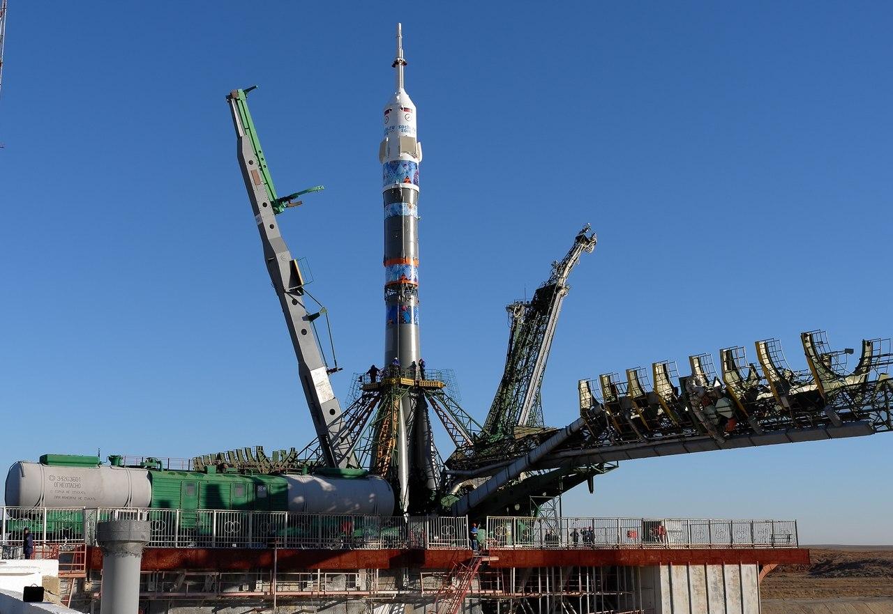 Вывоз ракеты-носителя «Союз-ФГ» с ТПК «Союз ТМА-11М»   на стартовый комплекс космодрома Байконур.