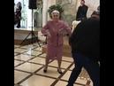 Эта пожилая леди даст фору молодежи