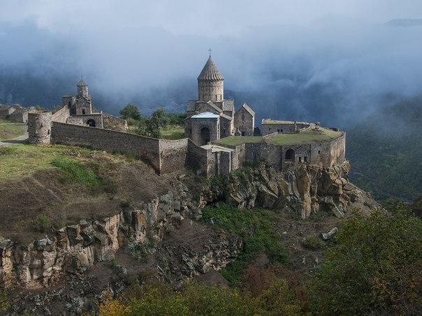 Монастырь Татев, Армения. Автор фото — Сергей Козлов: nat-geo.ru/photo/user/120543/