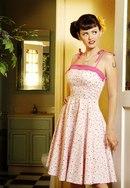 Ретро стиль в одежде для женщин представлен главным образом в трех направлениях - стиль нью-лук, чарльстон, гороховый...