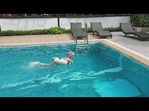 น้องของขวัญ | ฝึกว่ายน้ำกับคุณพ่อ ที่โรง