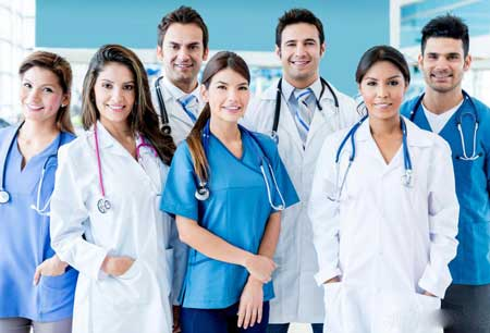 Радиационный онколог - это всего лишь один из членов более широкой команды медиков, которая работает с больными раком.