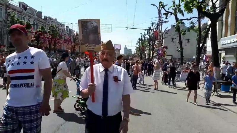 Парад Победы в городе Воронеж 9 мая 2018 год. Мой Отец с фотографией своего Отца Муратов Султан,