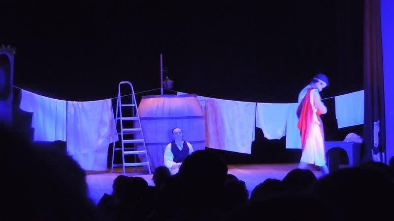 Александра КЕБА в роли Флорамии в спектакле Ищу человека народного театра-студии Маска.