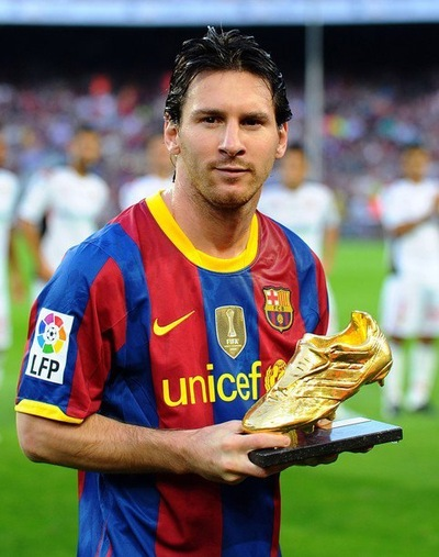 essay about messi In the world of football, we have many stars, but there are two stars superior to the others, so comparisons abound among them messi and ronaldo, the most famous in the world of football, everyone knows them, modern media.