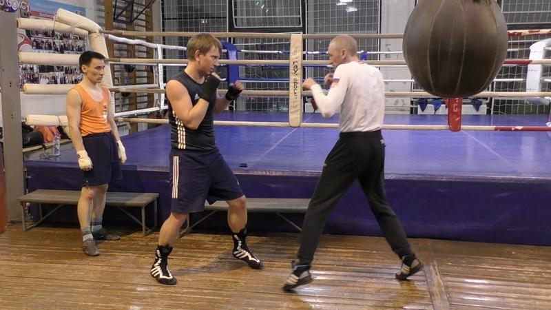 Бокс челнок - отклон - удар через руку (English subs)