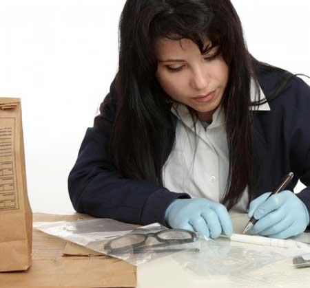 ДНК можно извлечь из предметов, найденных на месте преступления.