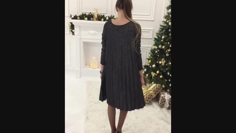 Плиссированные платья – без сомнения модный тренд, удивляющий своей свежестью и универсальностью🤩 Подобные вещи непременно должн