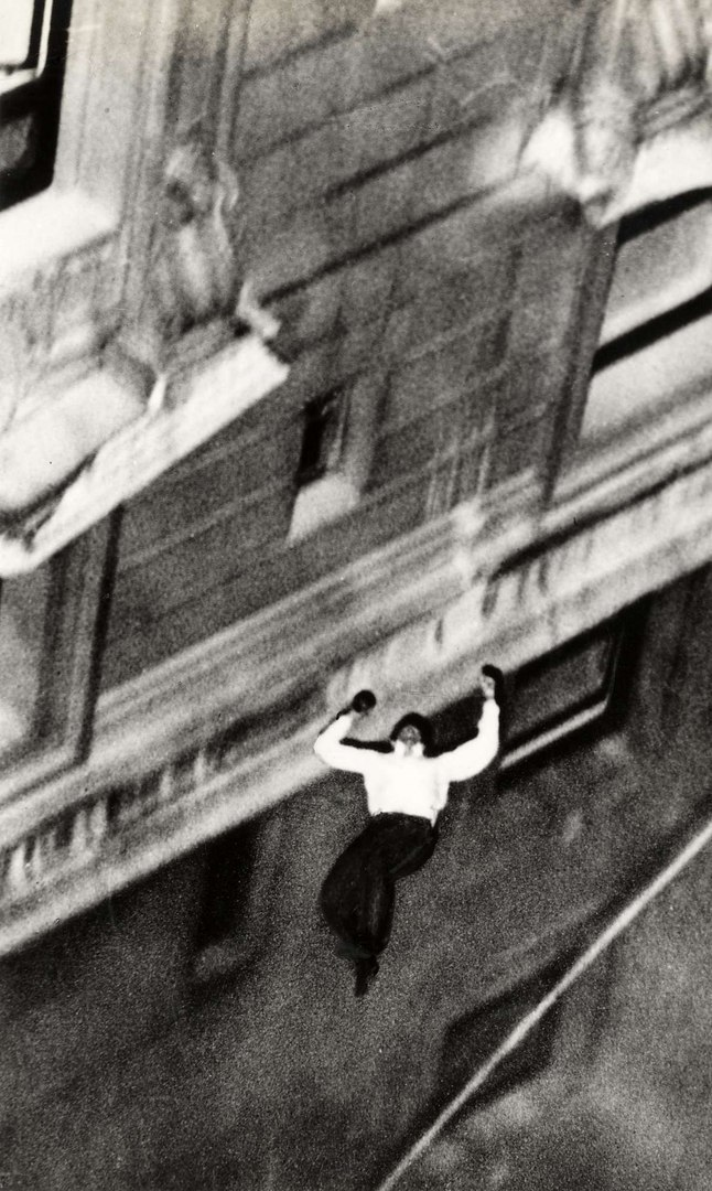 Суицид Уарда, Нью–Йорк, 1938 год. Уарда, Гласко, отеля, спрыгнул, других, улицы, авеню, часов, полицейских, секрет, Пятой, самоубийству, время, сделать, пересечении, самоубийство, Нью–Йорка, который, некий, фотограф