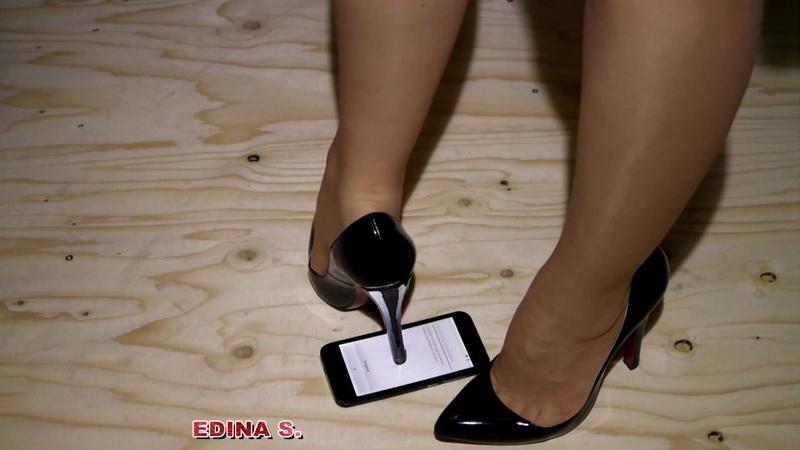Trampling in high heels Crushing mobile