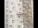 2ch Двач 20 06 18 19 01 GIF Ураган в Перми застал врасплох 2ух рабочих которые ремонтировали фасад здания