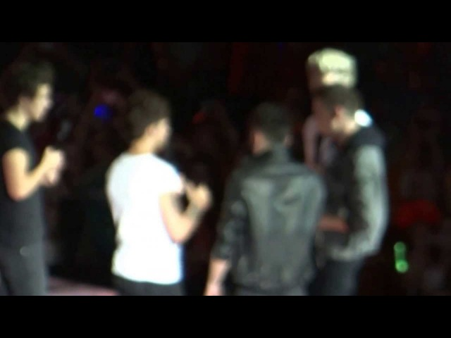 One Direction - Singing The Fresh Prince Of Bel Air Rap (Again ..) - (Amsterdam) HD