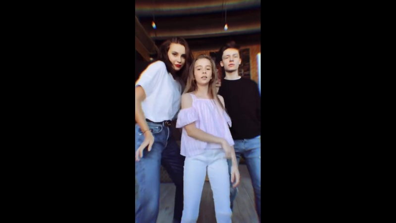 Godunova.sister_2018_09_19_11_58_40_Family💛.mp4