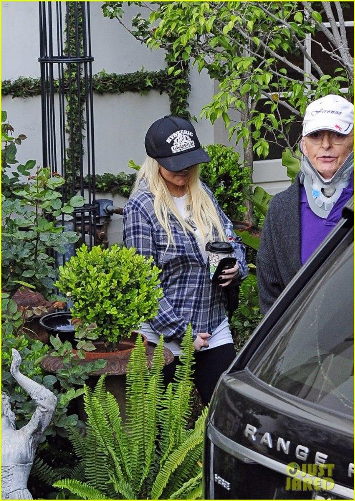 [Fotos] Christina Aguilera & Matt paseando en West Hollywood, California (19/Mar/13) Hzt--FRlJYE