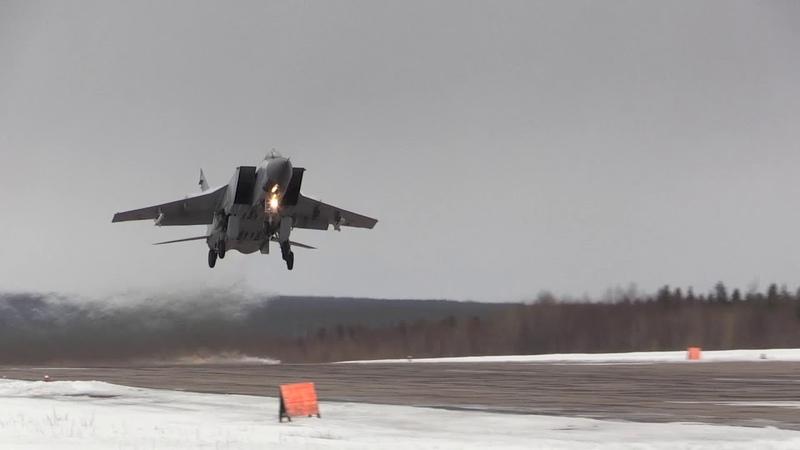 МиГ-31 атакует условного противника в Арктике: кадры из кабины