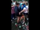 Вот парень попытался, и поплатился ударом колена в пах.