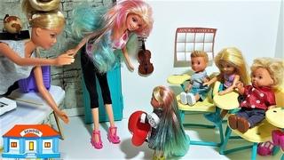ПОКРАСИЛА ВОЛОСЫ КАК МАМА. ВЫГНАЛИ ИЗ КЛАССА. Мультики про кукол. #Школа #куклы #Барби на уроке