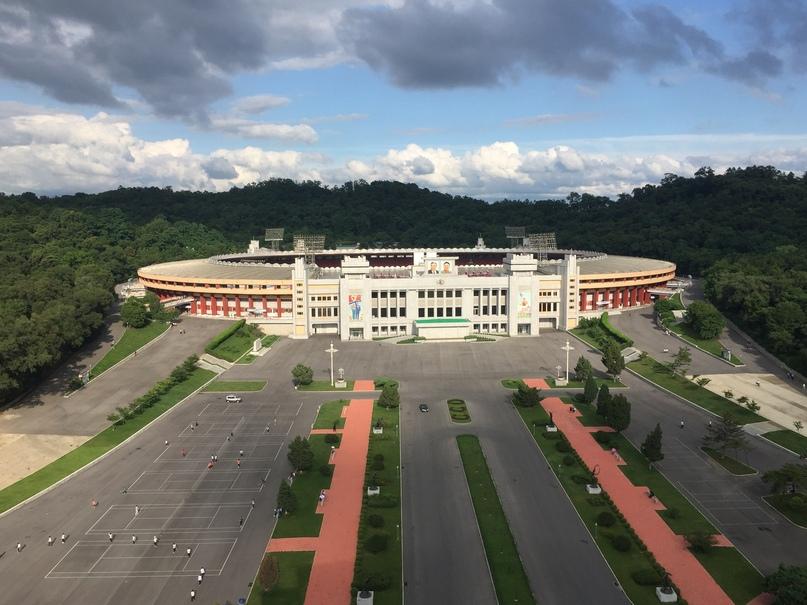 Отчет о путешествии в Северную Корею Стадион в районе Триумфальной арки