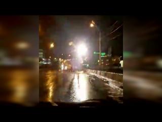 На Московском мосту замкнуло троллейбусную линию