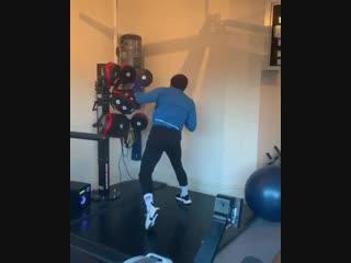 Конор МакГрегор тренируется с отцом и сыном [NR]
