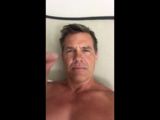 Josh Brolin snaps for reddit