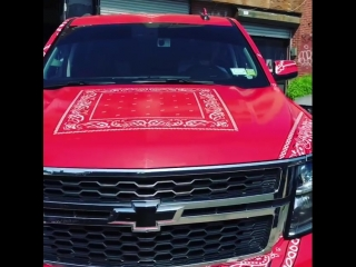 6ix9ine покрасил автомобиль в цвета банды
