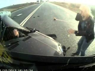 Жесткая авария ВАЗ 2107 и грузовика на дороге