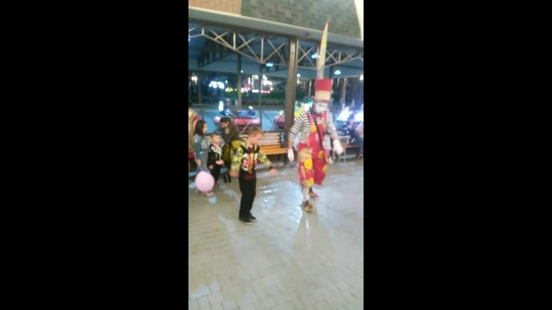 танец с клоуном