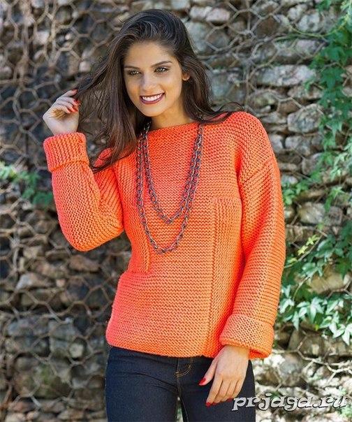 Пуловер ассиметричным рисунком платочной вязки