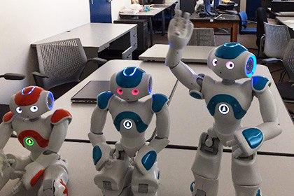 Назарбаев зияткерлік мектебінің оқушылары «Қара жорға» билейтін робот жасап шығарды
