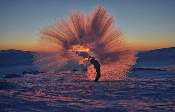 Вот что случится, если пролить горячий чай у полярного круга при температуре в 40 градусов ниже нуля