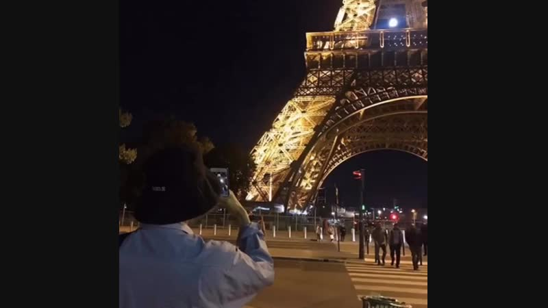 ELLE거기어디 KAI  세계 곳곳을 누리는 엑소 카이 의 발걸음을 한 번 따라가봤습니다! ✨아름답게 반짝이는 에펠탑 과파리 현지인이 찾는다는 라멘 맛집까지! 🥣 자세한 내용은 ✔️<엘르> 웹사이트에서 '거기 어디'
