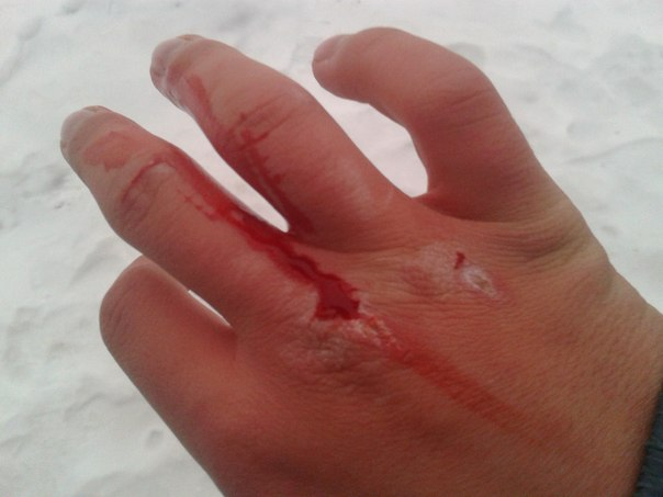 Как можно сделать чтобы кулаки были в крови