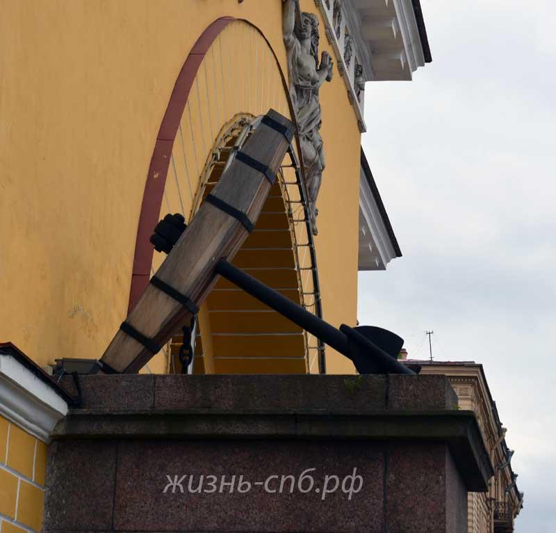 Якорь -украшение фасада Адмиралтейства